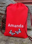 Izšūta sporta somiņa ar taurņiem un vārdu